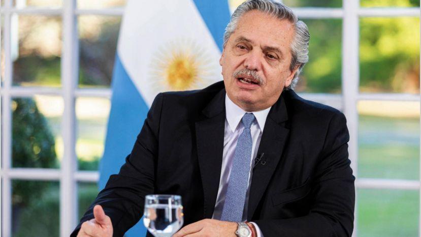 """Presidente de Argentina: """"¿Qué era más importante: preservar el trabajo o comprar 200 dólares?"""""""