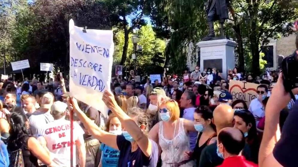 """Miles de personas se concentraron en la Plaza Colón contra el uso de la mascarilla: """"No tenemos miedo"""""""