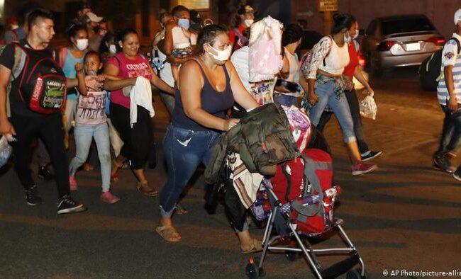 Honduras: Miles de migrantes partieron en caravana con rumbo a EEUU