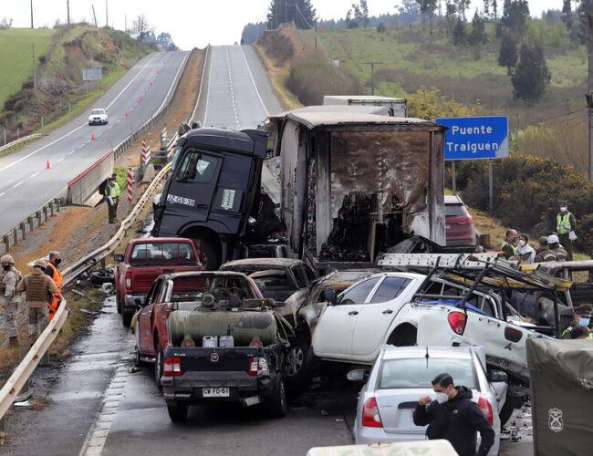 Chile: Terrible choque múltiple en la Ruta 5 Sur deja 2 fallecidos