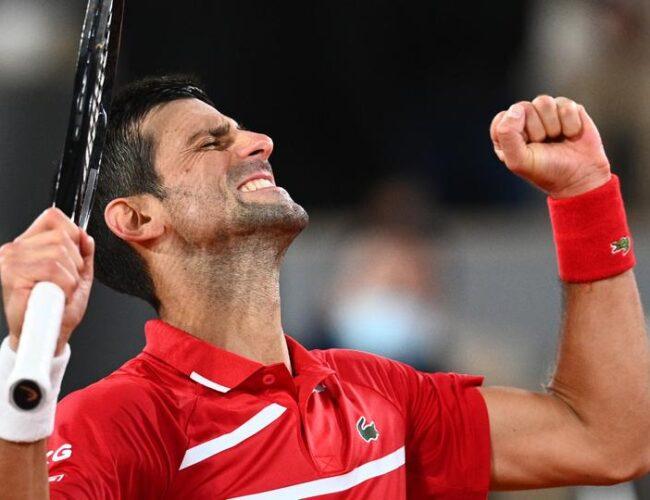 ¡Otra vez! Djokovic golpea a juez de línea durante su partido del Roland Garros