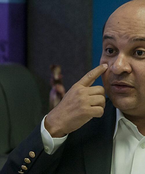 Última Hora | Trasladan al periodista Roland Carreño al Palacio de Justicia