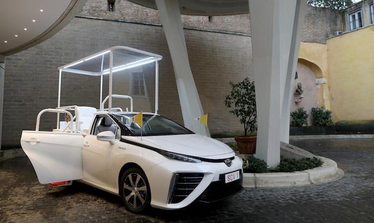 El primer papamóvil impulsado con hidrógeno ya está en el Vaticano