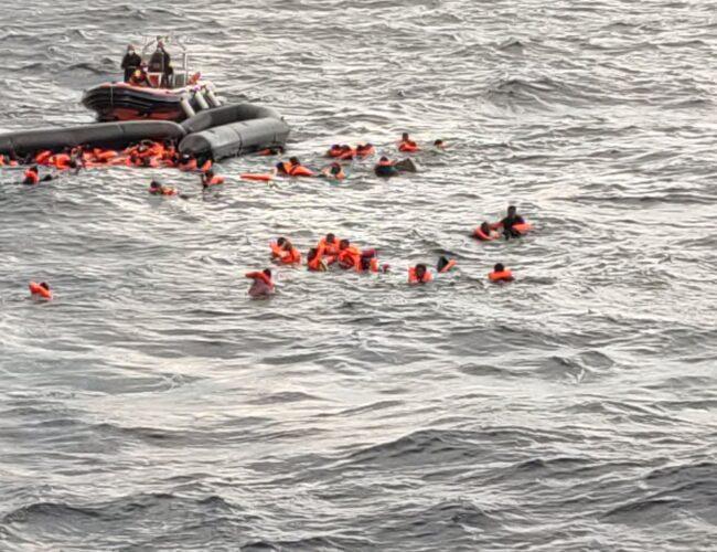 Al menos 74 migrantes mueren ahogados en naufragio en las costas de Libia