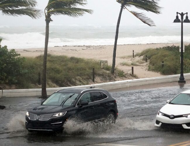 ETA tocó la península de Florida y ya mantiene en alarma a su población