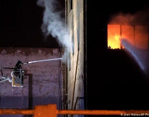 España: Incendio en nave industrial se convierte en tragedia