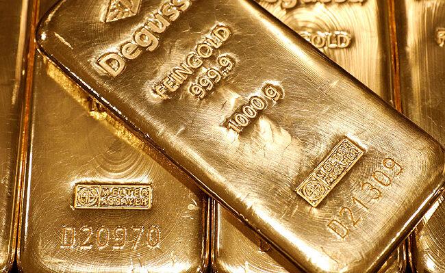 Petróleo, oro y dólar a la baja mientras las acciones caen