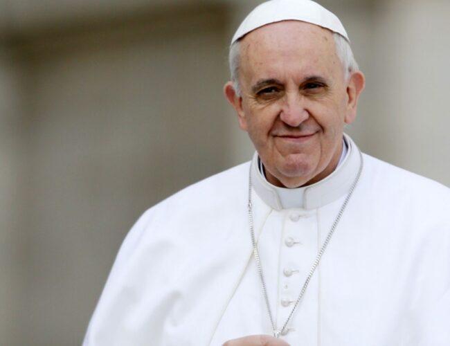 El Papa Francisco retiró la gestión de fondos a la secretaría del Vaticano