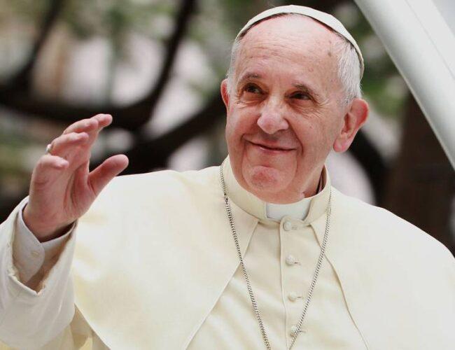 """El papa Francisco pidió a los periodistas """"ser valientes"""" y controles ante las fake news"""
