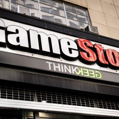 Las acciones globales caen mientras GameStop sube con fuerza