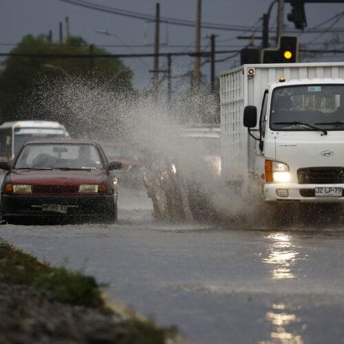 Chile: Lluvias en la zona central levantan las alarmas de aluviones y dañan cultivos