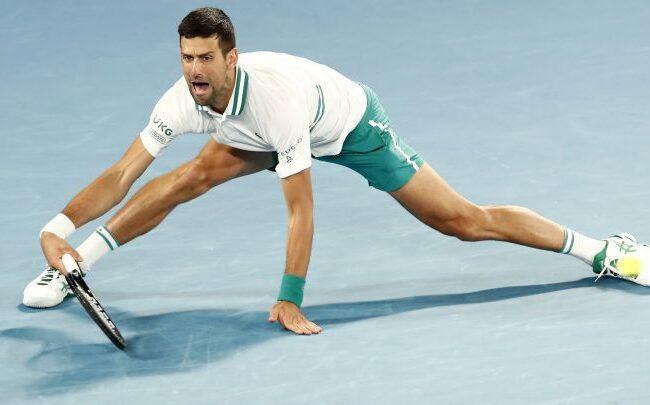 Djokovic sufre para avanzar a cuartos y sigue con molestias físicas