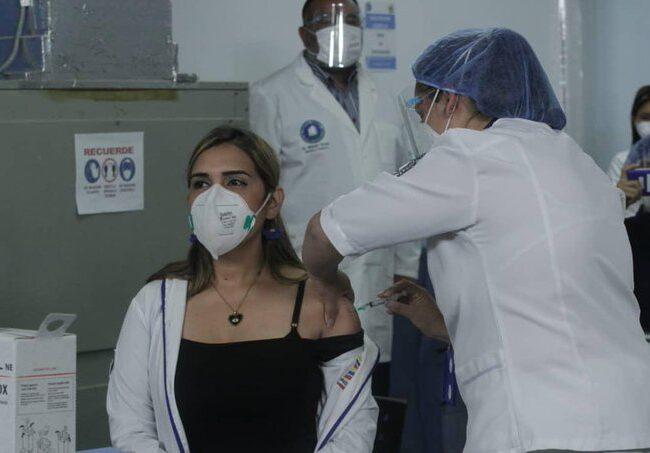 Glendys Rivero se convirtió en la primera venezolana en recibir la Sputnik V