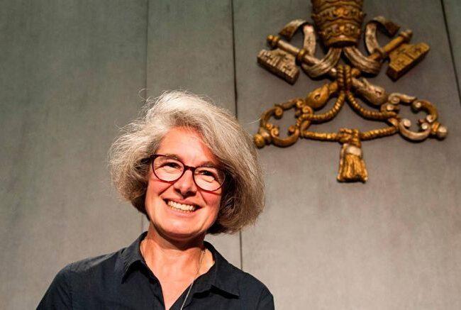 El Papa nombra a la primera mujer para un puesto de alto rango en el Sínodo