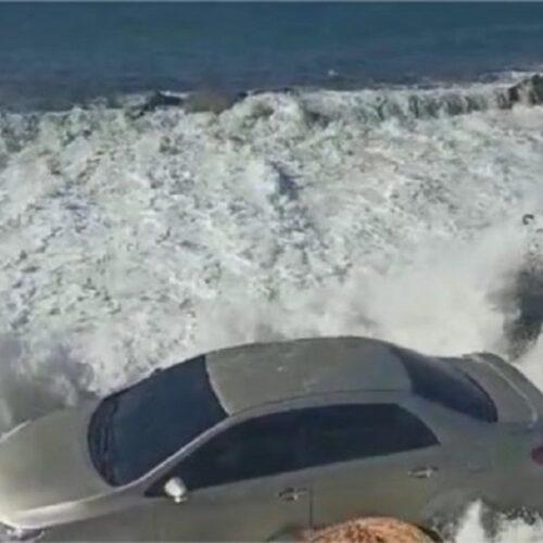 Mar de leva dejó dos desaparecidos y arrastró varios vehículos en Puerto Cabello