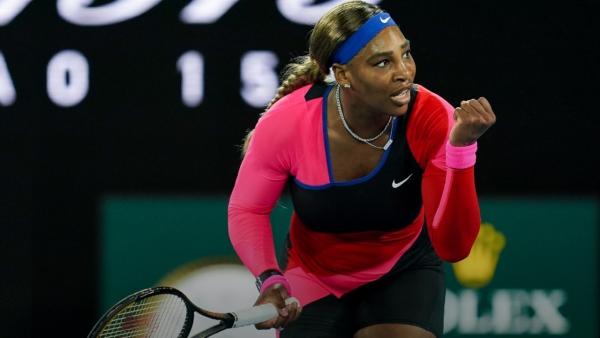 """Serena Williams se cita con Osaka en """"semis"""" al derrotar a Halep"""