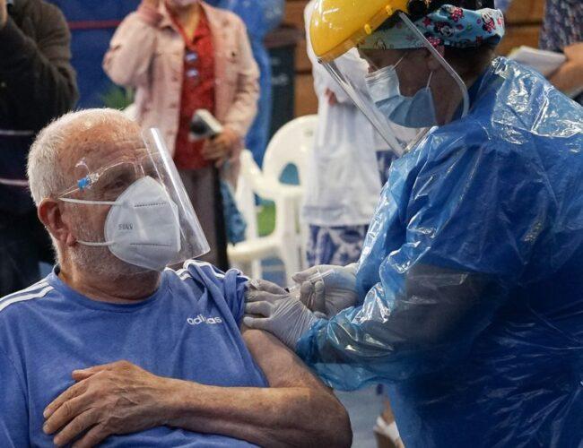 Chile supera las dos millones de personas vacunadas contra el Covid-19