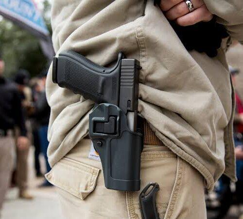 Bolsonaro facilita el acceso a armas de fuego y municiones en Brasil