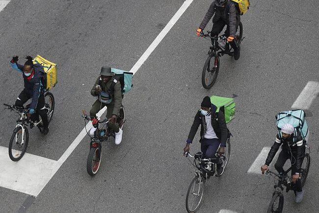 """""""Como esclavos"""": Italia advierte que empleados de empresas de delivery son maltratados"""