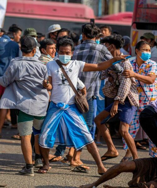 Myanmar: Choque entre opositores y oficialistas mientras Facebook elimina cuentas militares