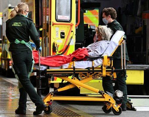 Reino Unido baja el nivel de alerta por coronavirus de 5 a 4
