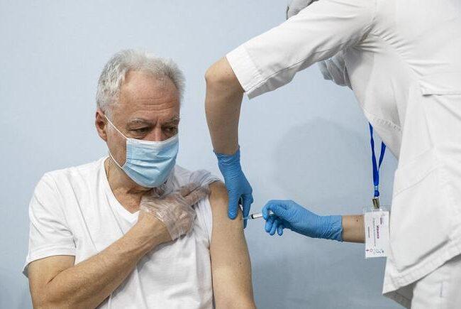 Covid-19: Vacuna rusa Sputnik V tiene una eficacia del 91,6%