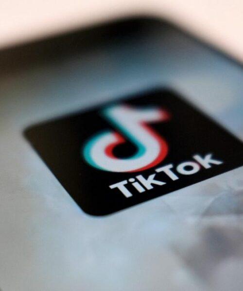 TikTok acepta bloquear a los usuarios menores de edad en Italia