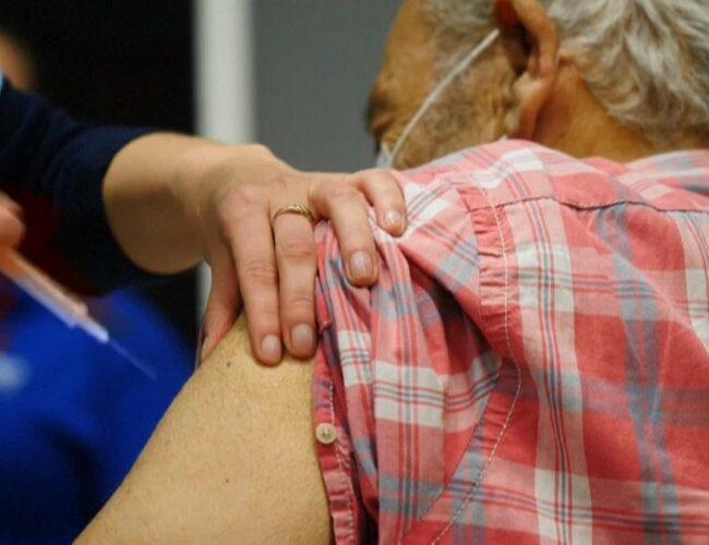 Covid-19: Reino Unido probará los efectos de mezclar diferentes dosis de vacunas