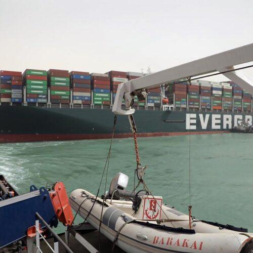 Aumentan las pérdidas por buque de carga atascado en el Canal de Suez