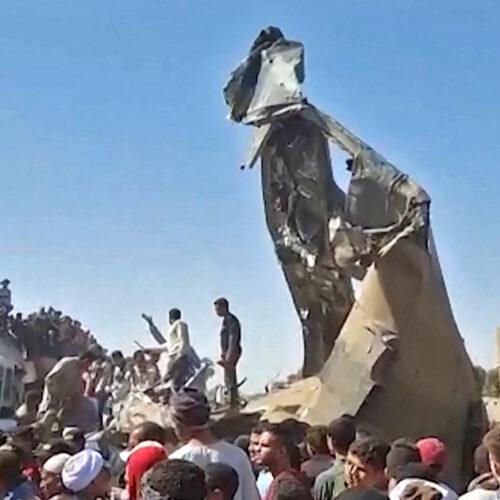 Al menos 32 personas mueren al chocar dos trenes en el sur de Egipto