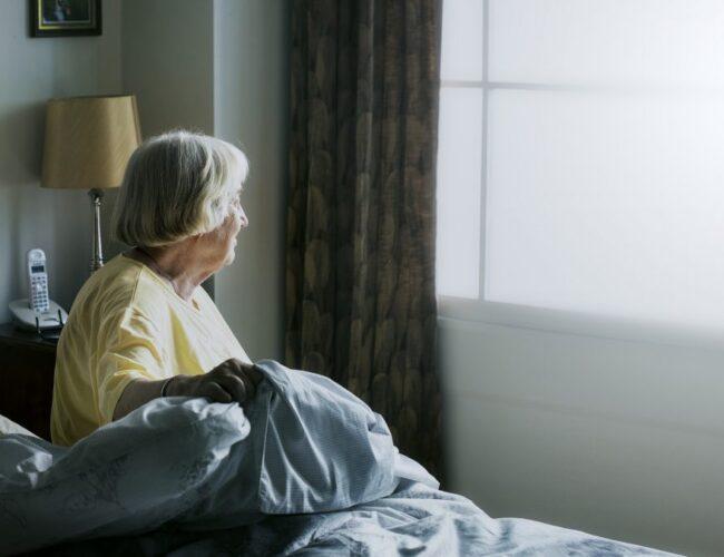 Adultos mayores son más propensos a una reinfección por Covid-19