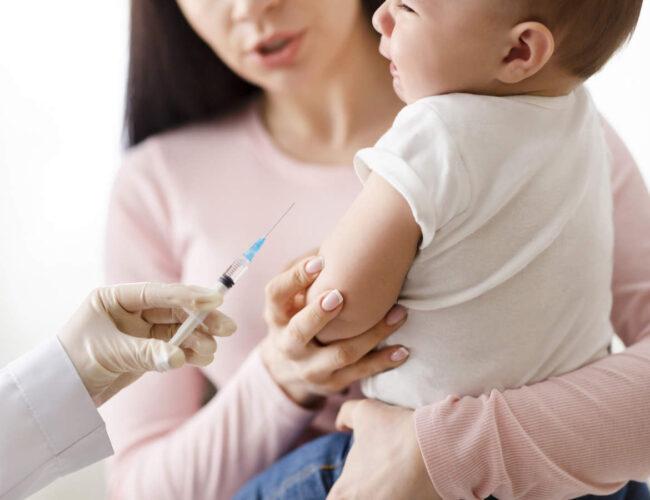 Vacunar a los niños es clave para la inmunidad colectiva, dicen los expertos