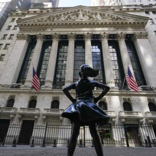 Acciones estadounidenses caen arrastradas por perdidas en los bancos