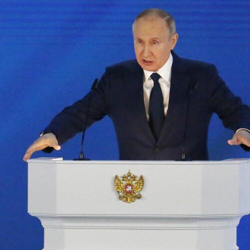"""Putin advierte que Rusia tendrá respuesta """"rápida y dura"""" para sus enemigos"""