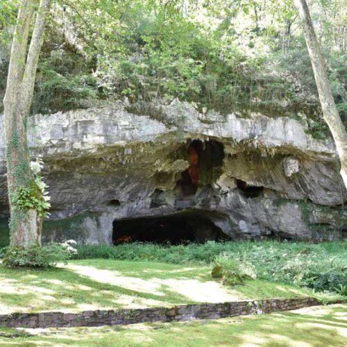En las Cuevas de Sare, se produjo en el siglo XVII la persecución de las brujas en el país vasco francés