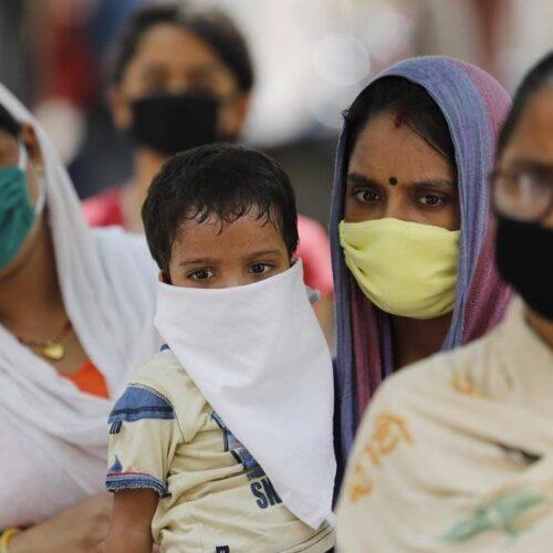 La India alcanza nuevo pico máximo de contagios en medio de festival religioso