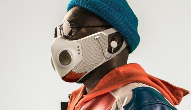 Una mascarilla inteligente con auriculares incorporados causa sensación en EEUU