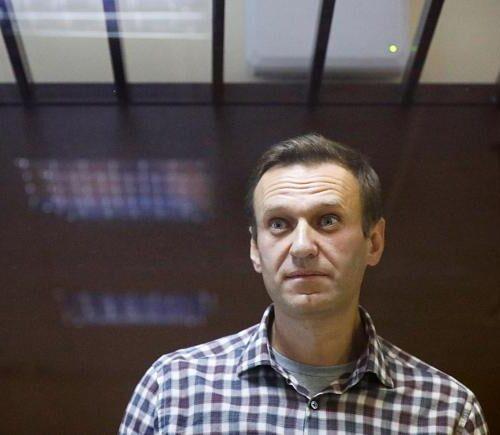 """Rusia: Navalni es """"amenazado con ser alimentado a la fuerza"""" durante huelga de hambre"""