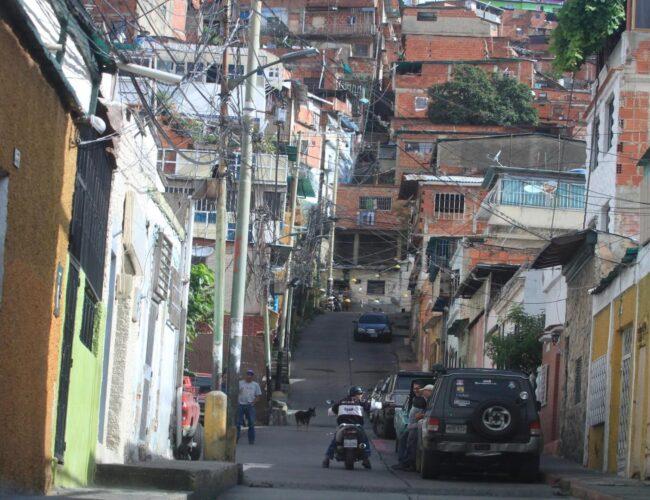 Hombres de la banda de El Coqui dejaron 3 cadáveres en la Av. de El Cementerio