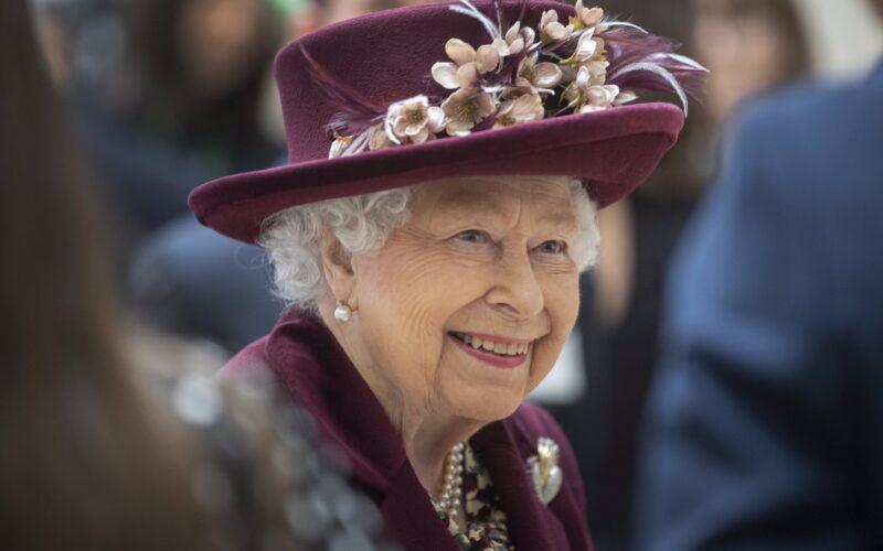 Ni lágrimas ni penas: La reina Isabel II se muestra sonriente pese a las últimas desgracias que vivió