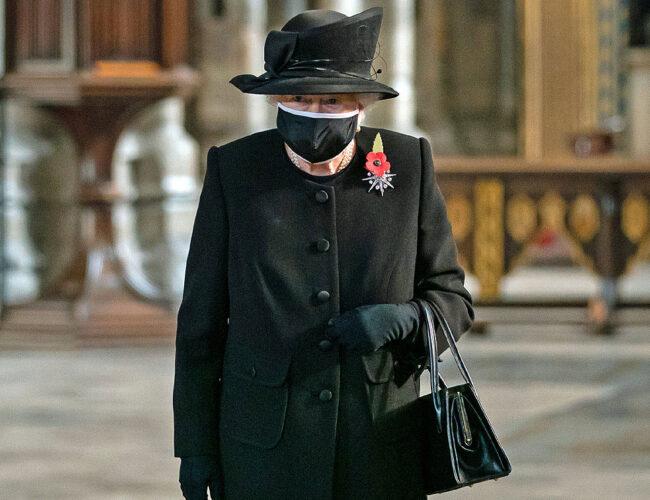 La reina Isabel II cumplió con su primer compromiso oficial tras muerte de su esposo
