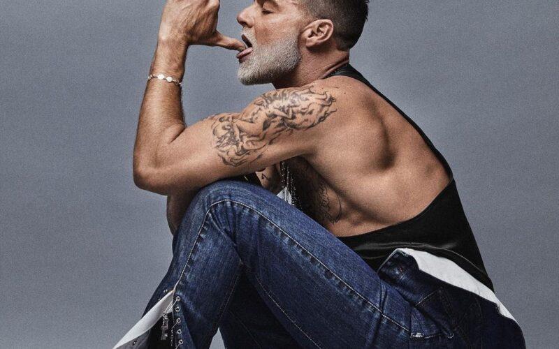 """Fotos   Ricky Martin en tacones y corsé metálico para portada de la revista """"Schön!"""""""