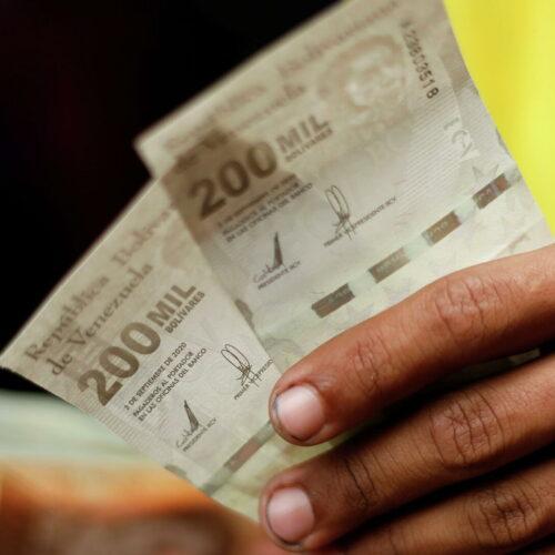Anuncian aumento del salario mínimo integral a 10 millones de bolívares