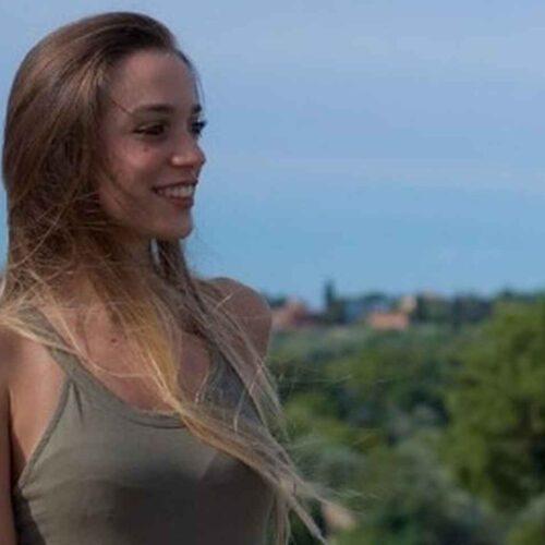 Mujer murió succionada por una máquina tejedora y abre debate sobre accidentes laborales en Italia