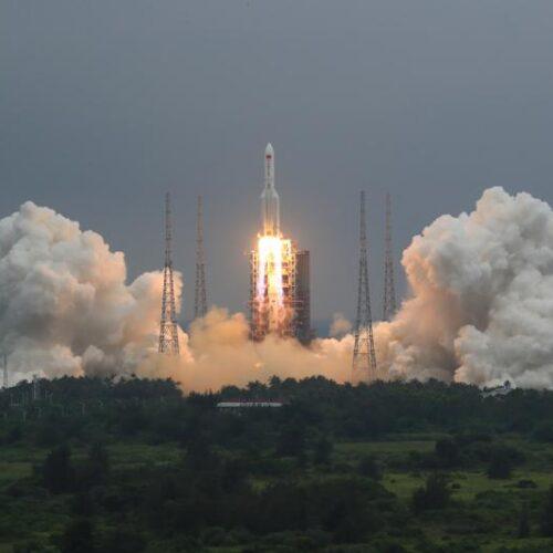China descarta posibilidad de daños por caída de cohete