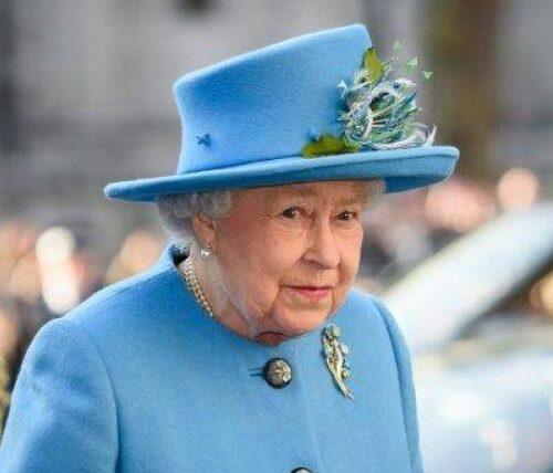 Reina Elizabeth II celebró su cumpleaños «oficial» en ceremonia íntima en Windsor