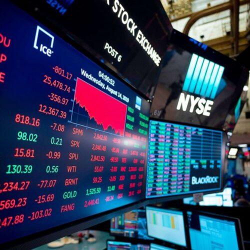 Nasdaq y acciones caen mientras el Dólar sube