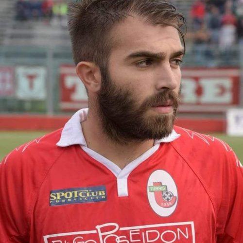 Futbolista Giuseppe Perrino murió en pleno partido donde se hacía homenaje a su hermano fallecido