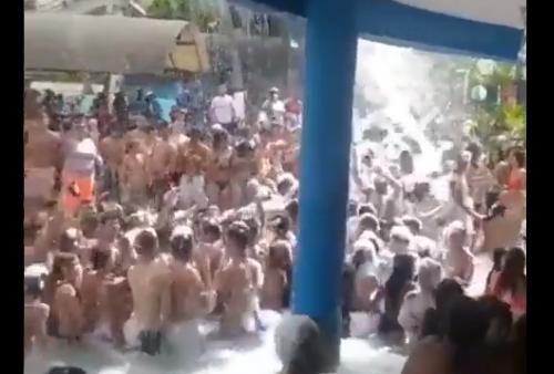 """Detienen a un grupo de personas por una """"Fiesta de espuma"""" en Carabobo"""