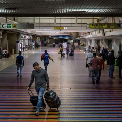 Inac extendió por 30 días más las restricciones de operaciones aéreas desde y hacia Venezuela